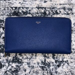 LARGE ZIPPED MULTIFUNCTION IN DRUMMED CALFSKIN